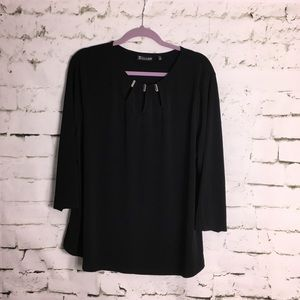 Knit top with neckline detail